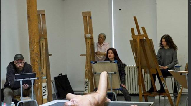 Iggy Pop a posé nu comme modèle pour un cours de dessin à New York