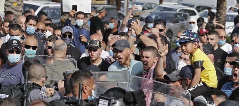 Lors d'une émeute à Arara, une ville arabe israélienne, le 14 mai.