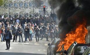 Véhicules incendiés lors de la manifestation contre la loi travail le 28 avril 2016 à Paris
