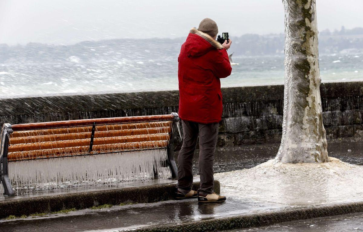 Illustration du mauvais temps, de la pluie et des vents. – Salvatore Di Nolfi/AP/SIPA