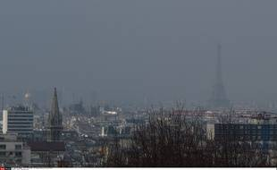 Un nuage de pollution plane sur Paris, le 15 mars 2014