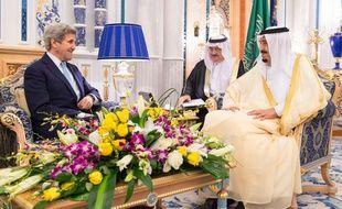Le secrétaire d'Etat John Kerry rencontre le roi Salmane d'Arabie saoudite, le 15 mai.