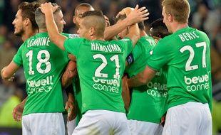 Les Stéphanois se congratulent après un but contre Nice, le 27 septembre 2015.