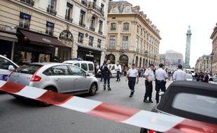 Un cordon de police près de la Place Vendôme à Paris, le 4 octobre 2013, à la suite d'un cambriolage chez le joaillier Vacheron