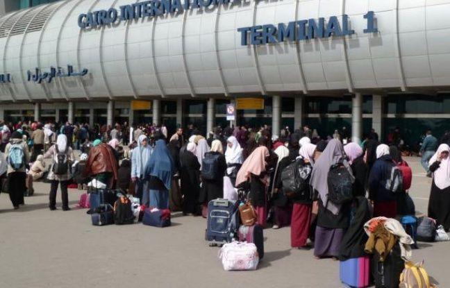 Les autorités égyptienne ont arrêté mercredi à l'aéroport du Caire un militant islamiste égyptien recherché, initialement pris pour un haut responsable d'Al-Qaïda, a-t-on appris auprès des services de sécurité.