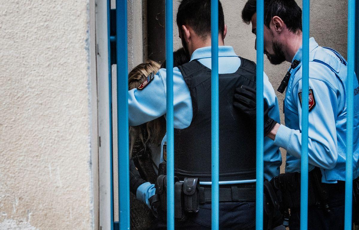 Le Puy-en-Velay (Haute-Loire), le 09 octobre 2017. Cécile Bourgeon est amenée à la cour d'assises pour le procès en appel de l'affaire de la petite Fiona. – JEFF PACHOUD / AFP