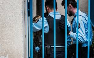 Le Puy-en-Velay (Haute-Loire), le 09 octobre 2017. Cécile Bourgeon est amenée à la cour d'assises pour le procès en appel de l'affaire de la petite Fiona.