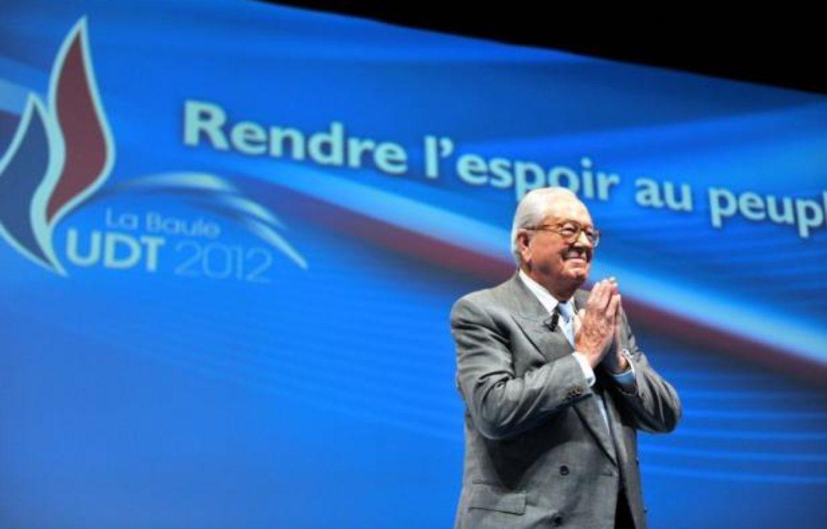 """""""Torrents migratoires"""", """"marée"""", """"immigration invasion"""", propos sur les races: Jean-Marie Le Pen a tenu un discours radical samedi sur le thème fétiche du FN, sous les yeux de sa fille Marine, à l'université d'été du Front national à La Baule. – Alain Jocard afp.com"""