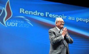 """""""Torrents migratoires"""", """"marée"""", """"immigration invasion"""", propos sur les races: Jean-Marie Le Pen a tenu un discours radical samedi sur le thème fétiche du FN, sous les yeux de sa fille Marine, à l'université d'été du Front national à La Baule."""