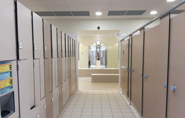 Dans les vestiaires de la nouvelle piscine de Hautepierre à Strasbourg.