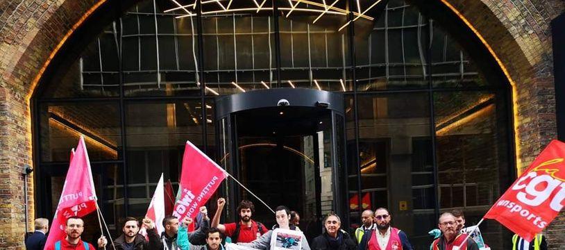 Jeremy Wick, avec d'autres livreurs et syndicalistes, étaient à Londres mercredi pour porter leurs revendications au siège de Deliveroo.
