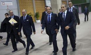Les membres du Groupe de sécurité de la présidence de la République (GSPR) ont laissé à Paris leurs armes pour la protection rapprochée de François Hollande lors du sommet de Rio, a-t-on appris mardi de source proche du dossier, confirmant une information du Canard Enchaîné.