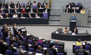 Les députés allemands vont voter comme prévu vendredi dans la soirée sur le pacte budgétaire et le mécanisme de sauvetage MES, ont annoncé plusieurs d'entre eux, malgré les accords conclus par Angela Merkel avec ses partenaires à Bruxelles qui en faisaient maugréer plus d'un.