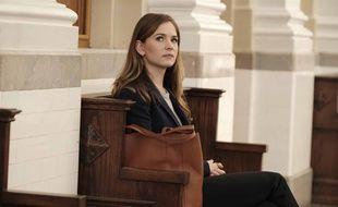 Sandra Bell, campée par Britt Robertson, est l'héroïne de «For The People».