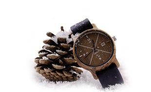 Les créateurs lyonnais de la marque DWYT fabriquent des montres en bois.