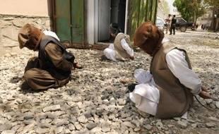 Maquette et image aérienne de la cible décortiquées, soldats entraînés et consignes claires : les talibans, en mettant en ligne la vidéo d'une attaque menée le 1er juin en Afghanistan, veulent se montrer professionnels et modernes, loin de l'image archaïque qu'ils véhiculent.