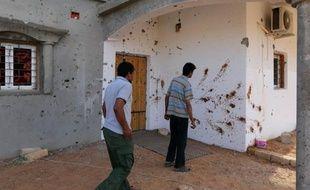 Des groupes d'ex-rebelles opérant sous la bannière de l'armée libyenne, ont lancé mercredi une attaque contre Bani Walid, un des derniers bastions du régime déchu de Mouammar Kadhafi, faisant au moins cinq morts et des dizaines de blessés, selon des sources locales.
