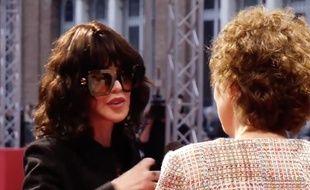 Isabelle Adjani est accueillie par Laurence Herszberg à la cérémonie d'ouverture de Series Mania
