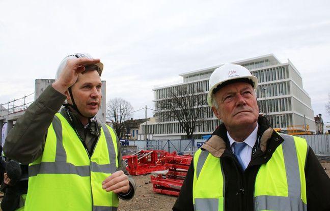 L'architecte associé Jacob Sand et Alain Rousset sur le chantier de la Meca à Bordeaux