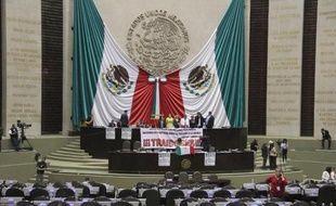 Le Parlement du Mexique a adopté définitivement jeudi la réforme constitutionnelle qui met fin à 75 ans de monopole de l'Etat sur les ressources énergétiques.