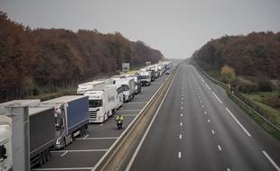 Illustration des conséquences du blocage des «gilets jaunes» sur les autoroutes, le 19 novembre 2018. Ici, près de Tours.