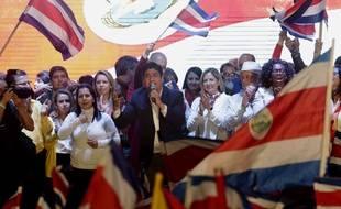 Le nouveau président du Costa Rica, Carlos Alvarado lors de son discours victorieux à San José.