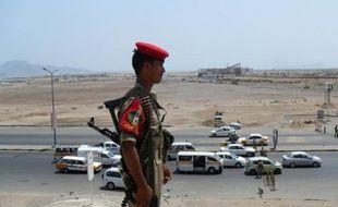 Des hommes armés ont enlevé mercredi matin le vice-consul saoudien à Aden, principale ville du sud du Yémen où le réseau d'Al-Qaïda tente de conforter sa présence, a indiqué la police
