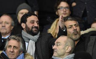 Cyril Hanouna, ici dans les tribunes du Parc des Princes pour un OL-PSG, en décembre 2015 aux côtés de Bernard Lacombe.