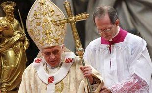 Le pape Benoît XVI a déclaré que tout reposait dans l'Eglise sur la foi lors d'une messe solennelle à la basilique Saint-Pierre en présence des 22 cardinaux qu'il a créés samedi.