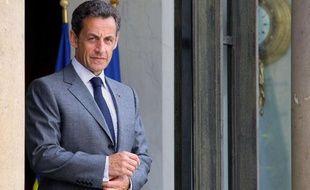 Nicolas Sarkozy sur le perron de l'Elysée, le 25 mai 2010, à Paris
