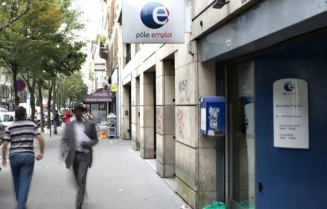 """Un chômeur de 54 ans a saisi le tribunal administratif de Paris afin de faire constater que Pôle emploi a violé son obligation d'accompagnement et de suivi, a appris lundi l'AFP auprès de son avocat, qui qualifie cette procédure d'""""inédite""""."""