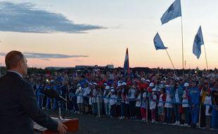 Vladimir Poutine lors d'une visite de chantier d'un stade à Samara.