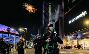 La police a dû intervenir à différentes reprises lors de la soirée de célébration du titre des Lakers à Los Angeles.