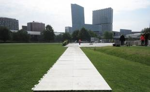 Installation de la Fan Zone de l'Euro UEFA 2016 à Lille, le 17 mai 2016