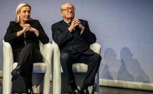 La présidente du FN Marine Le Pen (g) et son père Jean-Marie Le Pen, le 29 novembre 2014 à Lyon