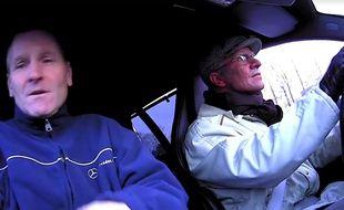 Petter Solbger (à droite) lors de la caméra cachée.