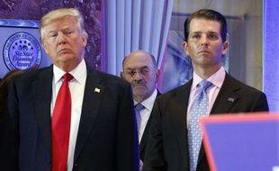 Donald Trump et son fils Donald Trump Jr. à New York, le 11 novembre 2017.