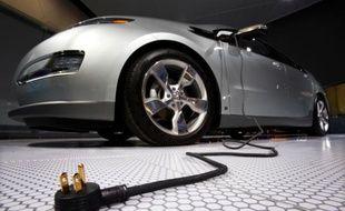 La Volt, de Chevrolet, est une voiture hybride rechargeable.