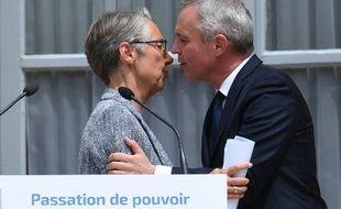 Elisabeth Borne et François de Rugy, lors de la cérémonie de passation de pouvoir, à l'Hotel Roquelaure, siège du ministère de la Transition écologique, le 17 juillet.
