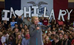 Hillary Clinton s'exprime devant les étudiants de l'Abraham Lincoln High School à Des Moines, dans l'Iowa, le 31 janvier 2016