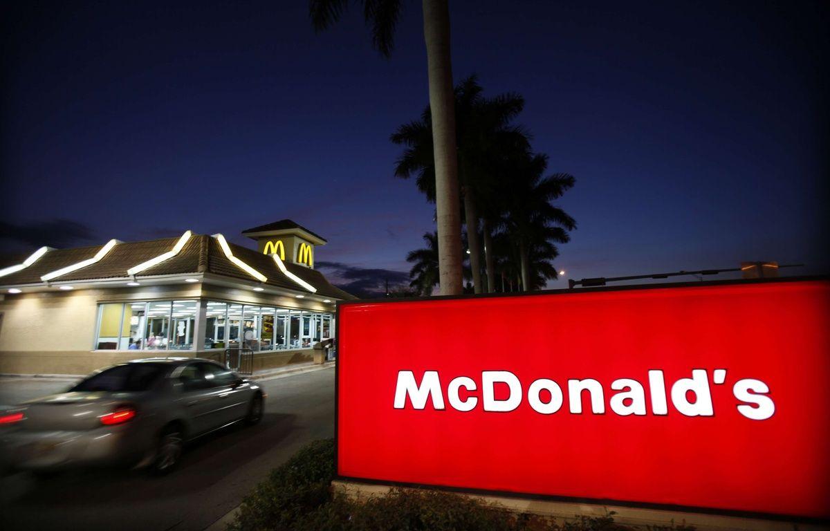 McDonald's a remis en vente, le temps d'une journée le 7 octobre 2017, safameusesauce «Szechuan» et ce, pour la première fois depuis 1998. Ce come-back a provoqué des émeutes dans les restaurants aux Etats-Unis. – Wilfredo Lee/AP/SIPA