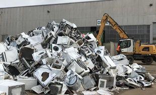 Un tas d'appareils électroniques, à GDE, site de Montoir de Bretagne