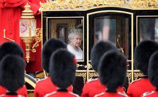 La reine Elizabeth II dans sa calèche, le 18 mai 2016.
