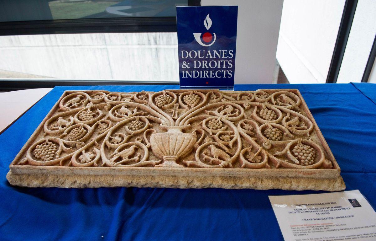 Deux bas reliefs en provenance de Syrie ont été saisis par les douanes françaises.  – Douane française - Patrice Pontié