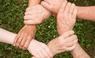 Illustration de solidarité. En France, on compte entre 8 et 11 millions d'aidants familiaux.