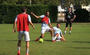 Strasbourg: Les nouveaux racontent leur première à la Meinau sous le maillot du Racing. Ici, Khalid Boutaïb (en rouge, de face) et Anthony Gonçalves)