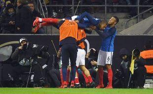 La joie des Bleus après le but de Lacazette lors d'Allemagne-France, le 14 novembre 2017 à Cologne.