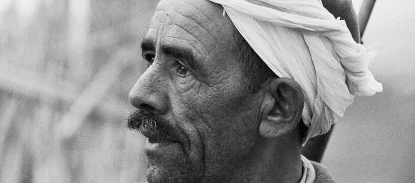Un harki près d'Alger. Soldats autochtones, les harkis étaient partisans du maintien de la présence française en Algérie et engagés aux cotes des troupes françaises entre 1957 et 1962.