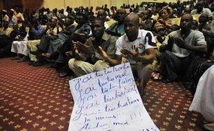 """Le Conseil de sécurité de l'ONU a demandé mercredi un cessez-le-feu immédiat dans le nord du Mali, où la composante laïque de la rébellion touareg, aujourd'hui supplantée par les groupes islamistes, a annoncé la fin de ses """"opérations militaires""""."""