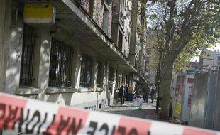 Le distributeur automatique de billets (DAB) de la Poste d'Aubervillers a été attaqué à l'explosif vers 6h30, juste après avoir été réapprovisionné, à Aubervilliers, le 24 novembre 2008.